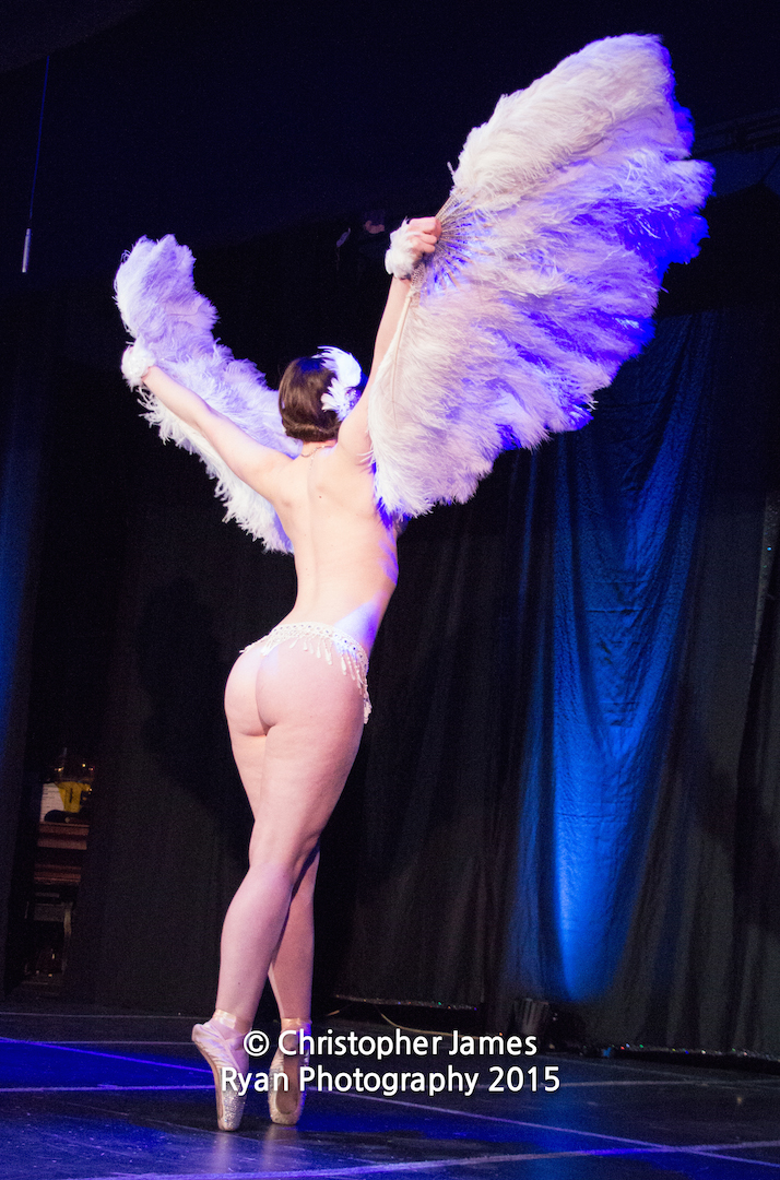 slippery-belle-burlesque-feathers-lady